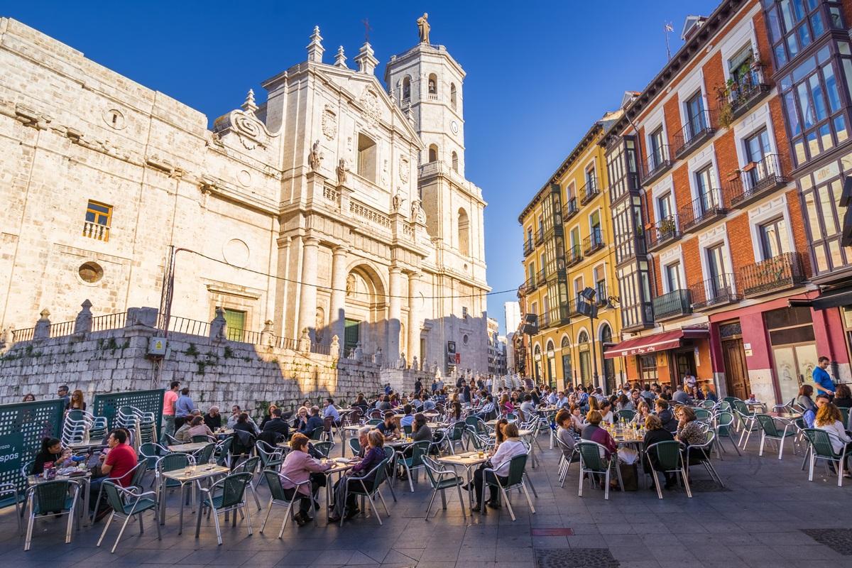 El entorno de la catedral suele estar muy animado. Foto: Shutterstock