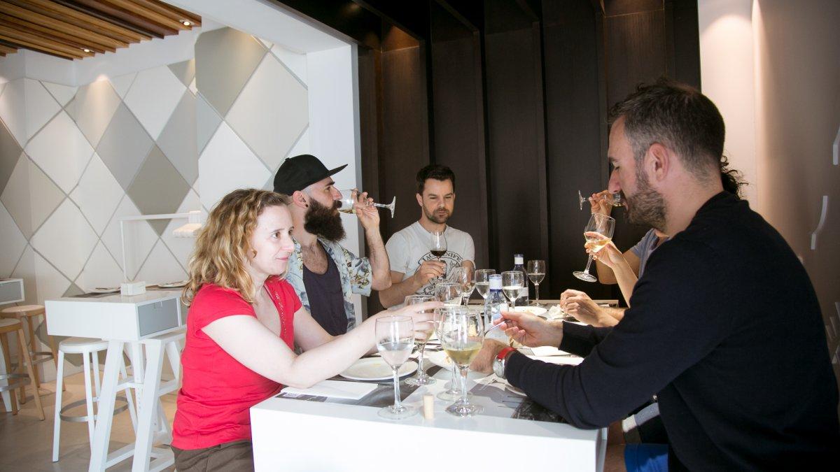 Además de la sala, el Campero ofrece un espacio informal de tapeo y platos para compartir.