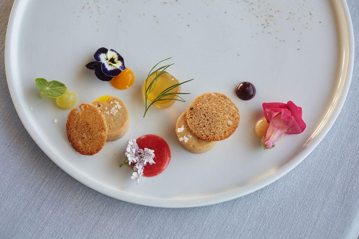 'Foie' de pato a la sal con una estética muy primaveral.