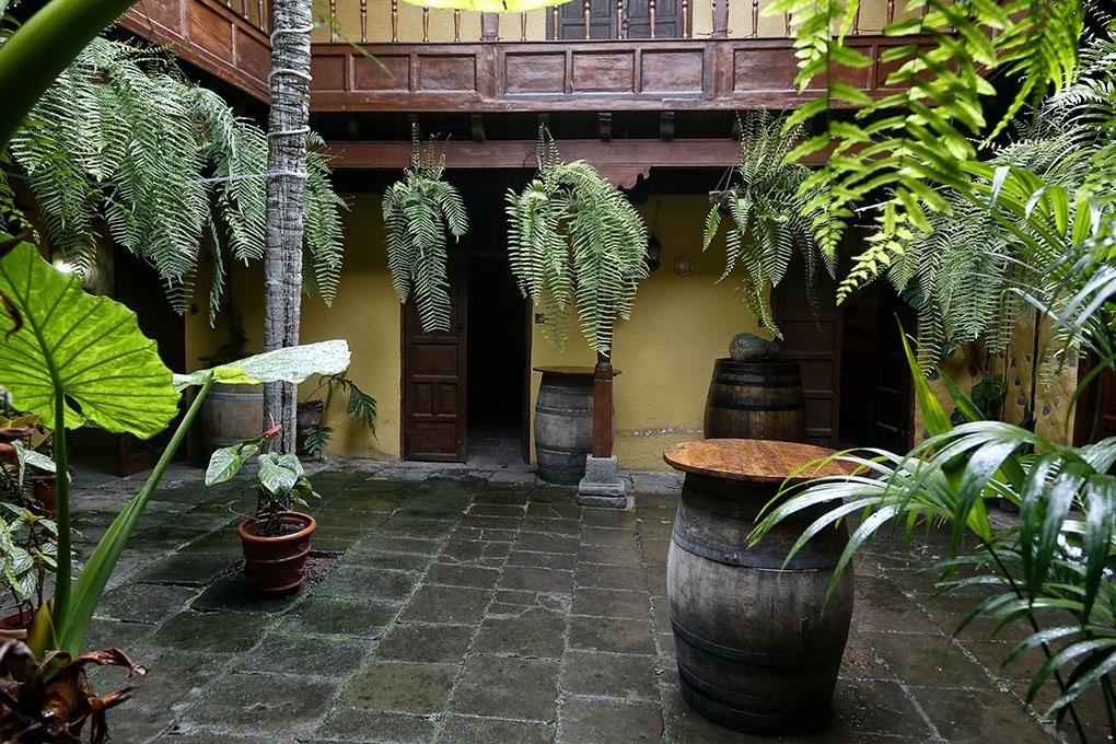 El patio en el que don Pedro ofrecía a los vecinos su vino y doña Rosa, sus papas