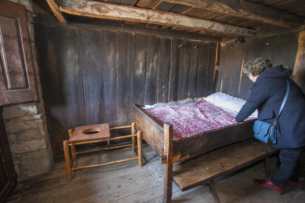 Museo de las Tres Villas Pasiegas. Vega de Pas. Cantabria.La pareja y uno de los hijos dormían en la misma habitación.