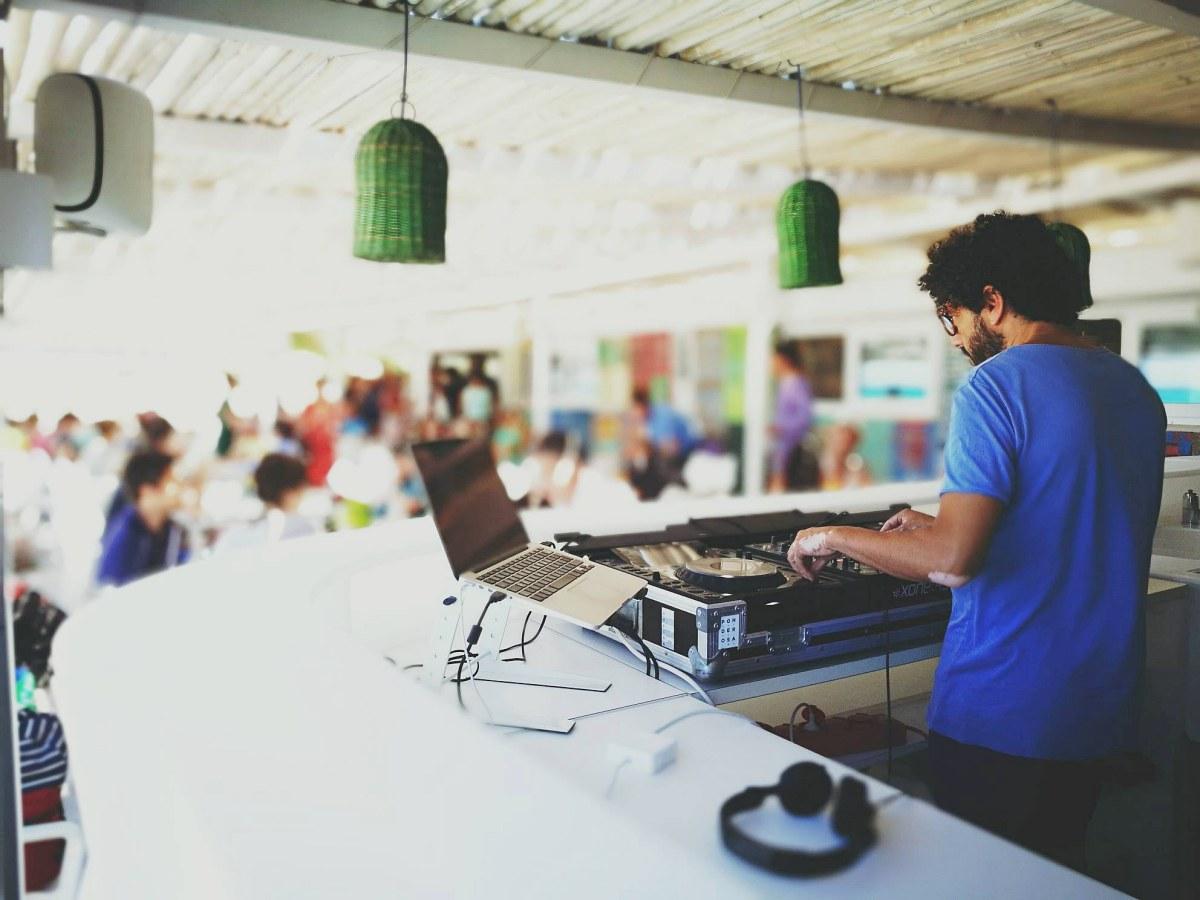Música en directo para amenizar las tardes mallorquinas. Foto: Facebook.