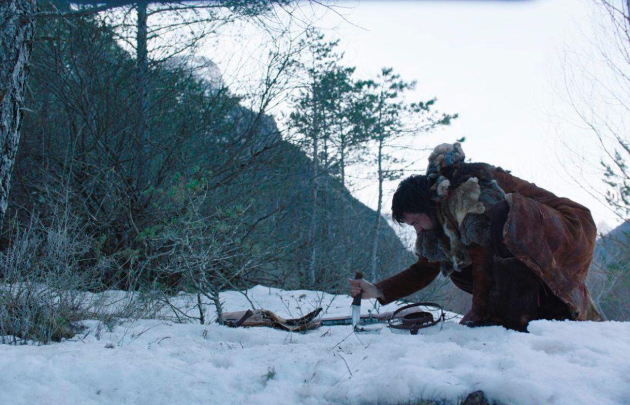 """Una escena donde el personaje de 'Bajo la piel del lobo' se ve bien abrigado, """"por suerte"""", nos comentaba el actor."""