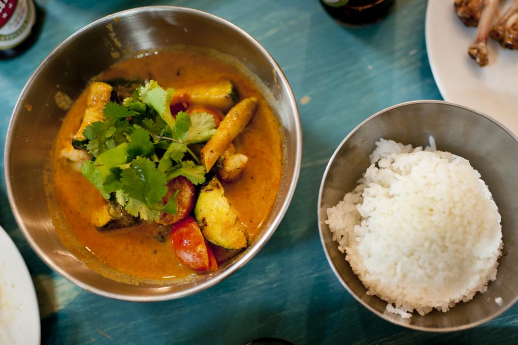 Curry de gambones, el plato con más marcha -picante- de la carta.