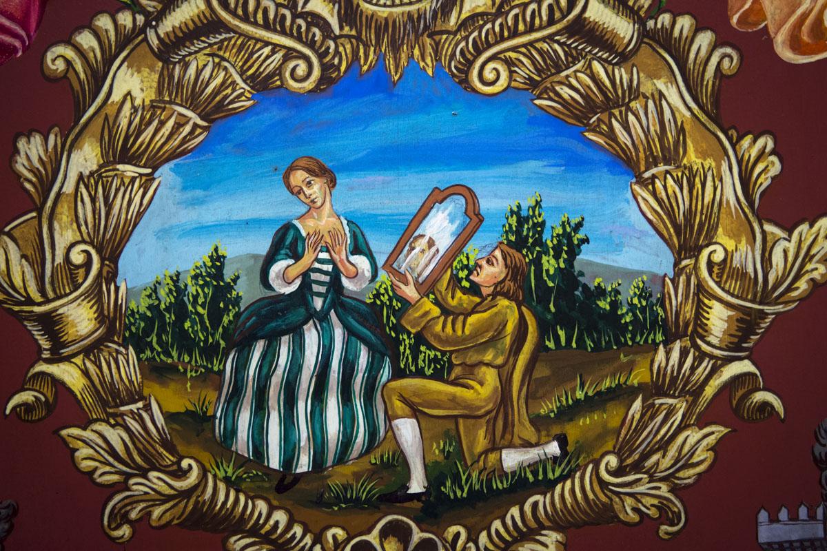 Los colores de uno de los dibujos de un bargueño de estilo romántico con motivos valencianos.