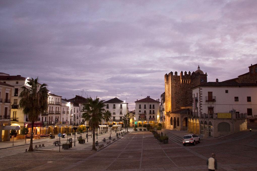 Cáceres al amanecer es así de mágica. Foto: Julio L. Rodríguez. Flickr (Cecida a Guía Repsol).
