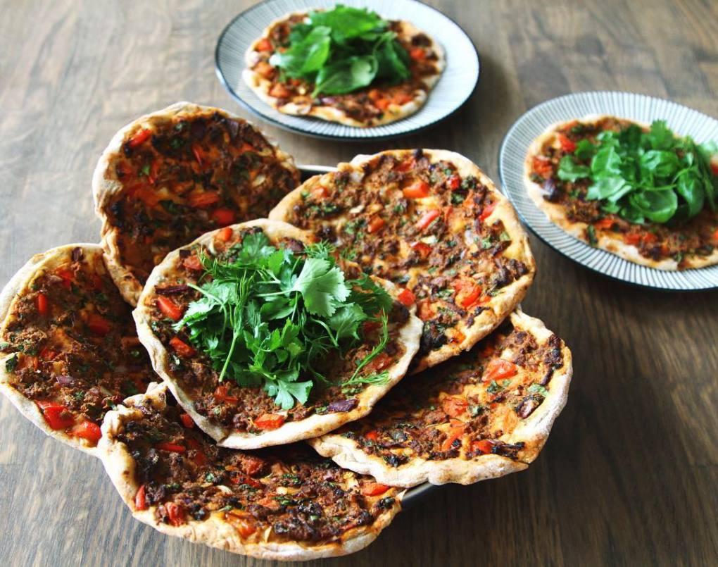 El Lamahjun es también conocido como la pizza turca. Foto: Jurgen Leckie / Flickr (con CC).