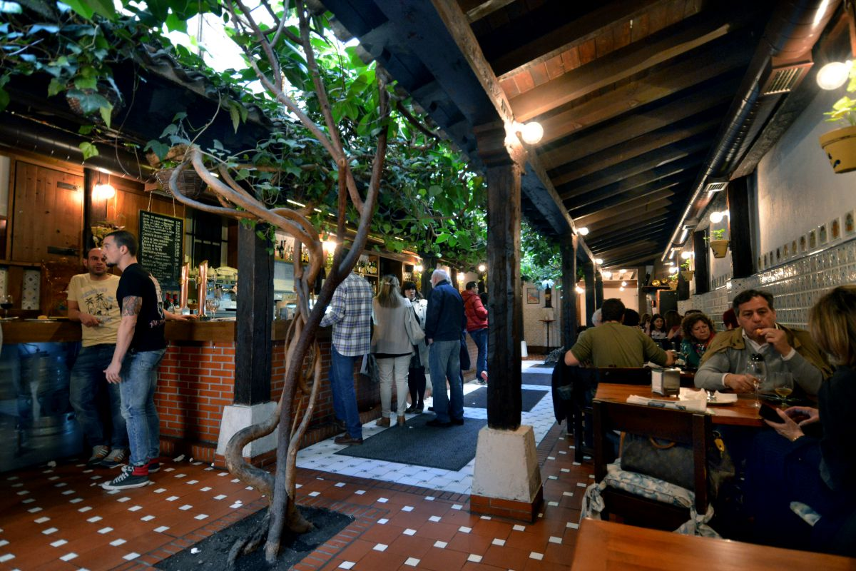 Ambiente en el bar de pinchos Gaona, en Burgos. Foto: Alfredo Merino