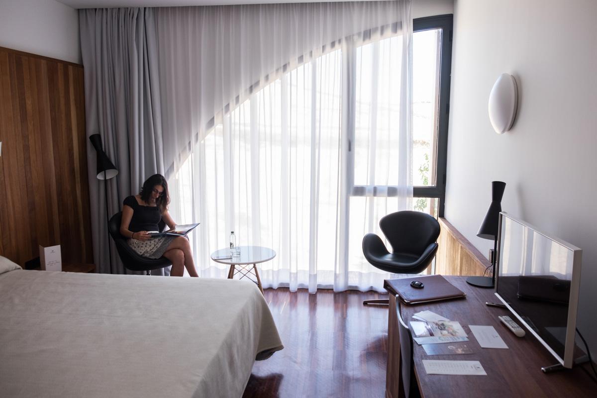 Las habitaciones, con todas las comodidades, se modernizan dejando atrás los siglos de las paredes.