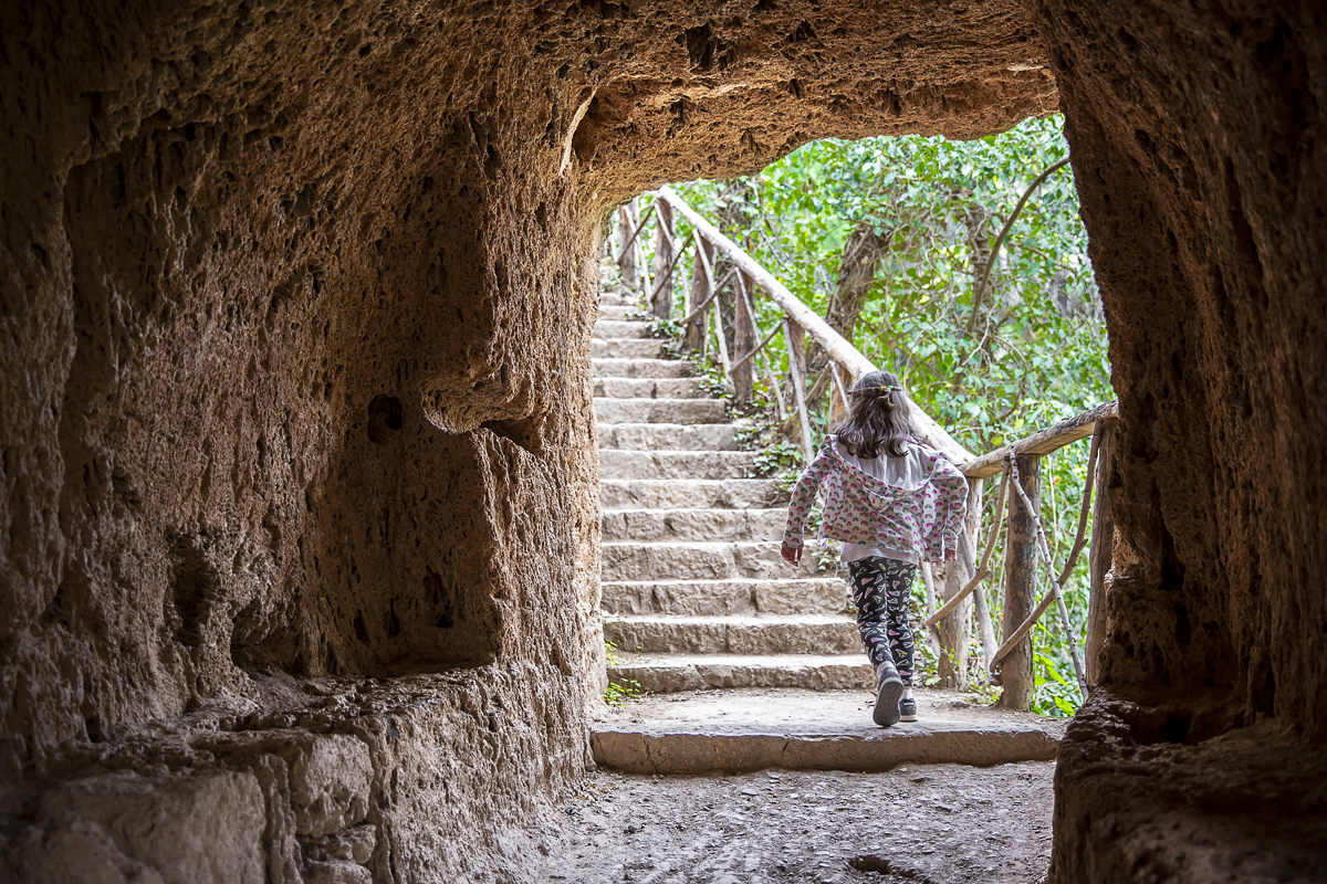 Para los niños, las grutas se convierten en un auténtico juego.