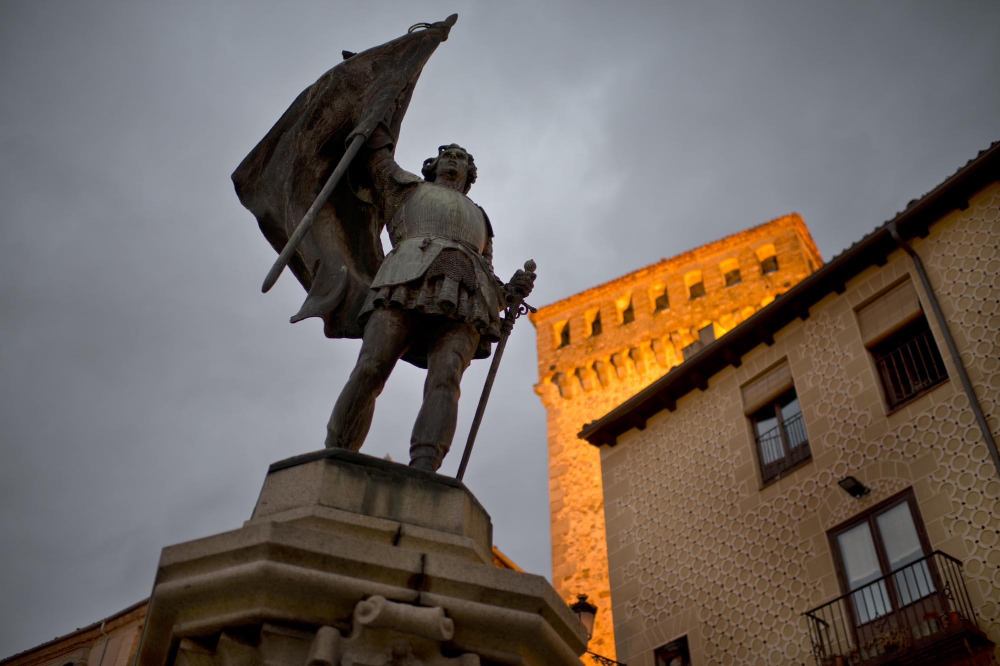 Detalle de la estatua que preside la Plaza de las Sirenas.