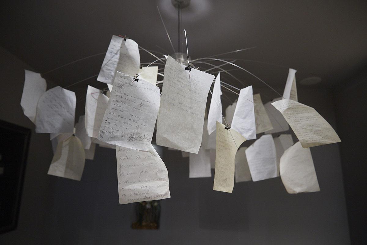 Detalle de la decoración donde los invitados dejan sus comentarios.