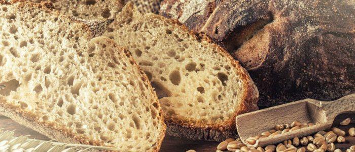 El pan de centeno tiene una miga más ácida.