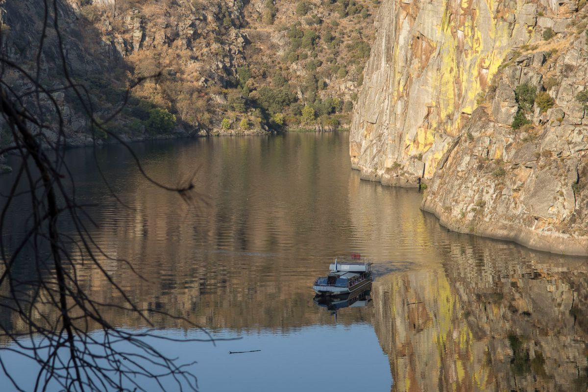 Crucero fluvial en Arribes, cerca de Riohonor de Castilla y Rio de Onor de Portugal. Foto: Manuel Ruiz Toribio