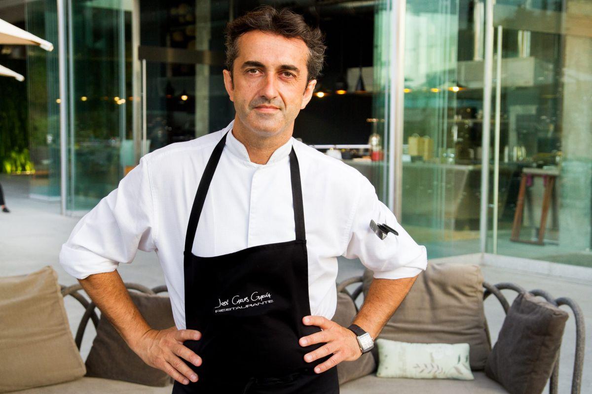 El cocinero José Carlos García en su restaurante, en Malaga.