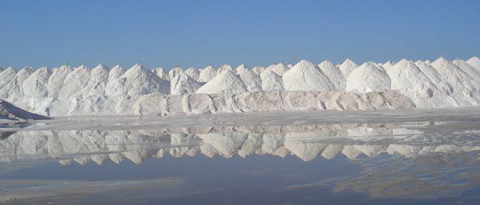 Montes de sal en el Cabo de Gata.