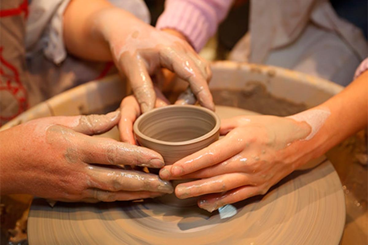 Hay talleres para aquellos que deseen experimentar con sus propias manos. Foto: Alfarería La Nava