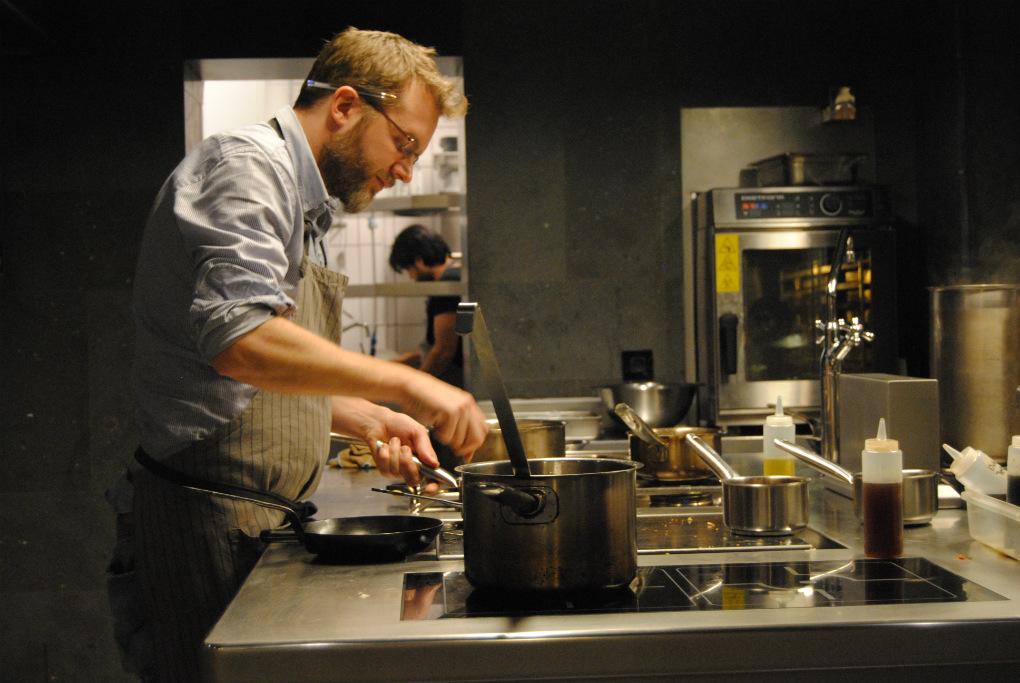 La cocina a la vista de Gresca Bar / Foto: E.R.