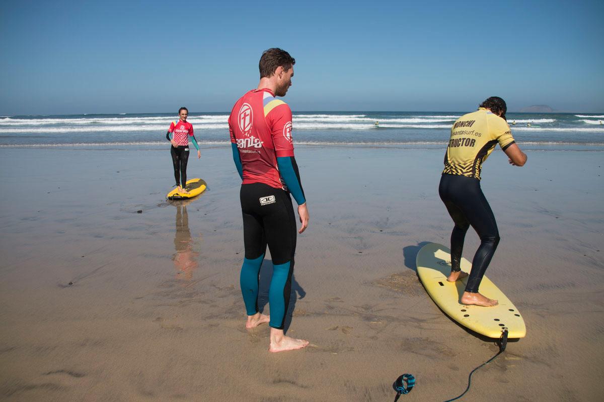 Se pueden contratar clases de surf para todos los niveles.