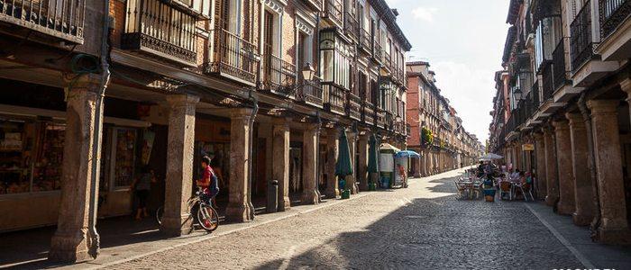 Calle Mayor en Alcalá de Henares / Flickr Víctor Gómez.