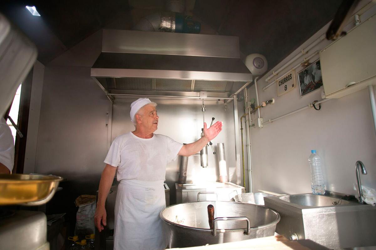 Áticos Cádiz: Los huéspedes no se van de Cádiz sin probar los churros de Manolo. Foto: Juan Carlos Toro
