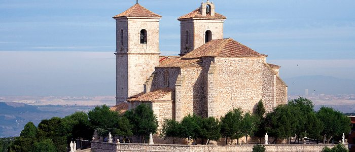 Iglesia parroquial de Campo Real, que fue un castillo.