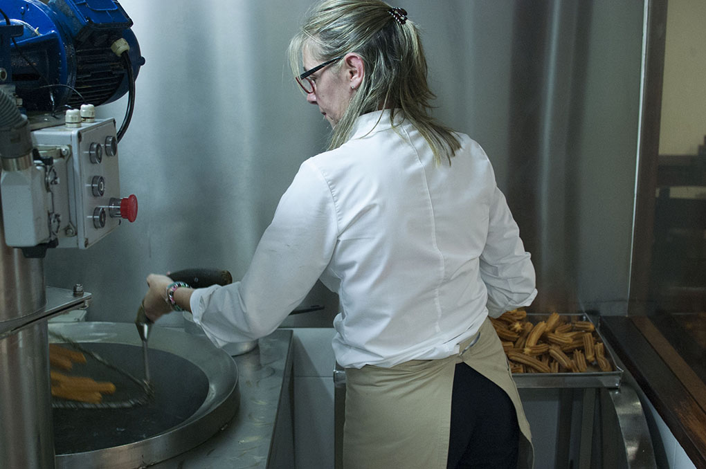 Así se preparan los churros en Bonilla.