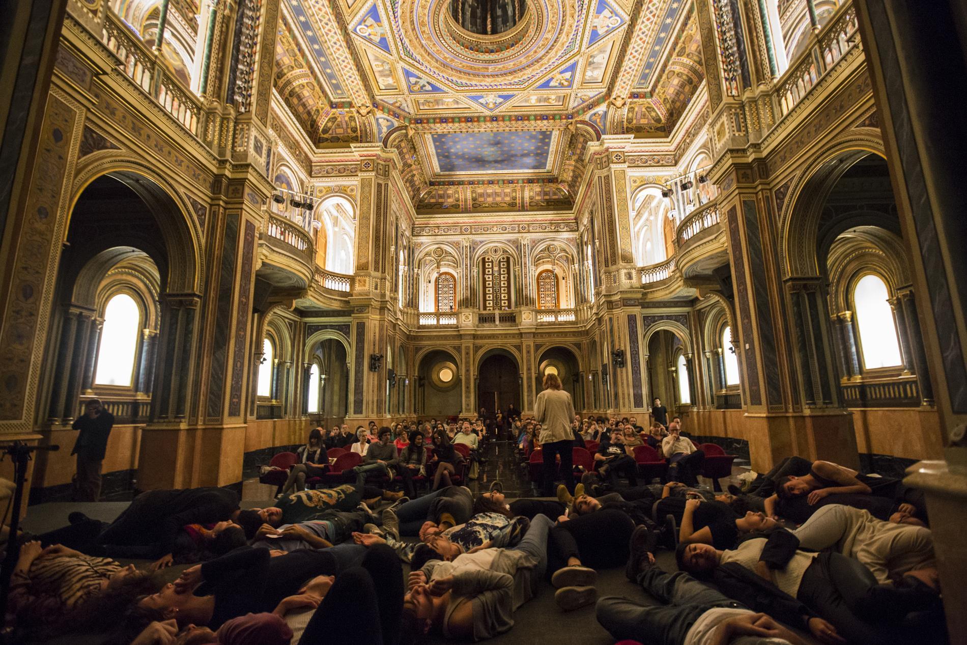 La iglesia neobizantina del Centro Cultural de la Beneficiencia ha alojado 'performances' muy llamativas.