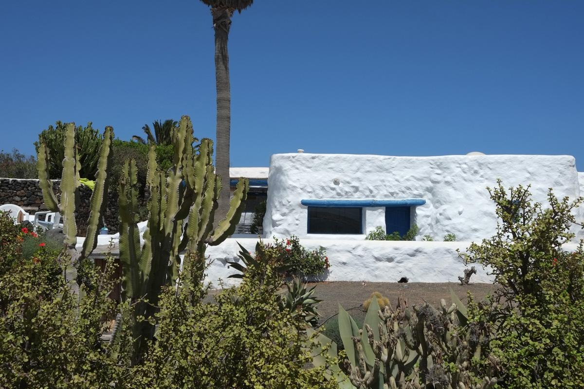 Las casas de Pedro Barba son todas blancas, como marca buena parte de la arquitectura lanzaroteña.