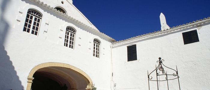 Monastir Monte Toro, Menorca. / Autor: Pedro Coll. / Cedida por: Govern de les Illes Balears / Conselleria d'Innovació, Recerca i Turisme. / Agència de Turisme de les Illes Balears (ATB).