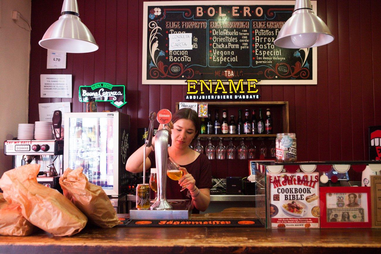 'Bolero': Nina en la barra