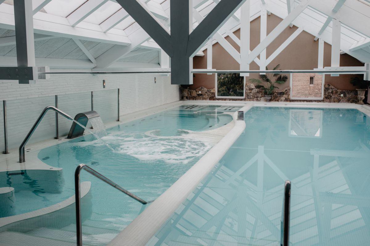El circuito de 'spa' incluye dos piscinas, una de ellas con siete chorros de agua.