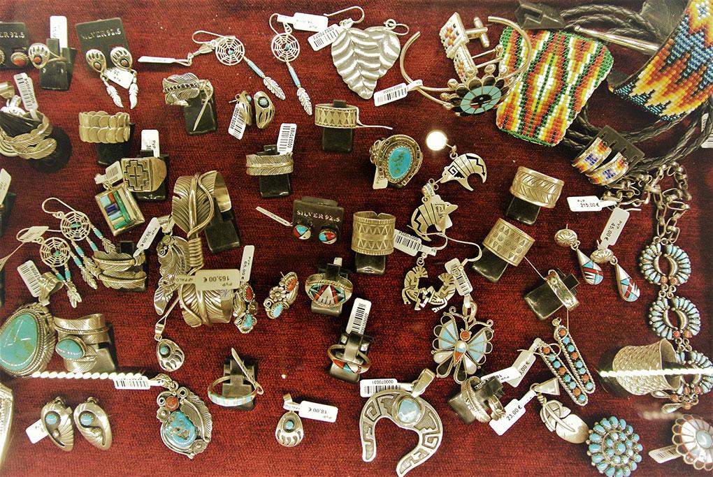 Joyas elaboradas por los indios navajos. Foto: Camino Martínez.