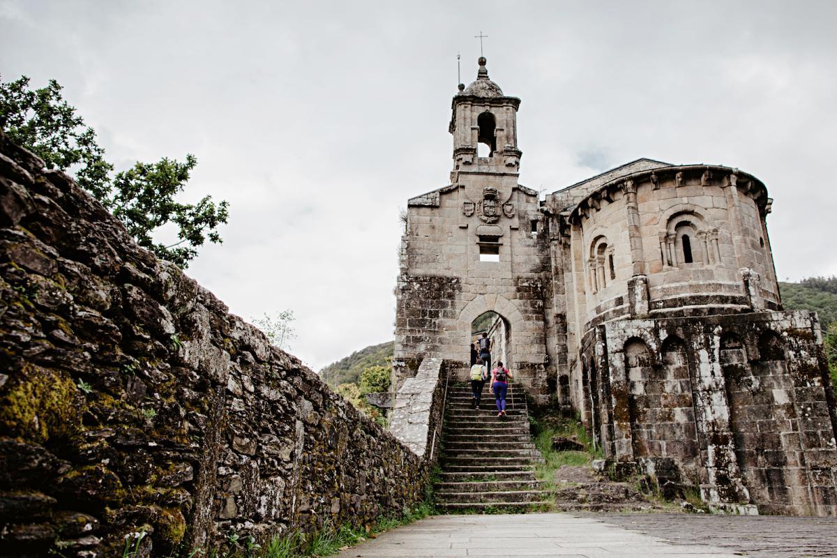 El Monasterio de Caaveiro, en lo alto de la Fragua.