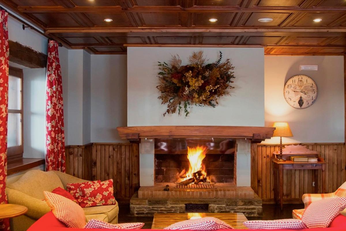 Su chimenea es uno de los principales atractivos. Foto: Hotel Chalet Bassibe.