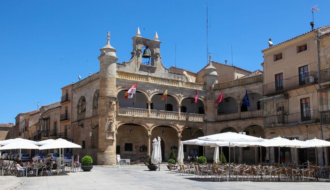 Plaza Mayor de Ciudad Rodrigo, del siglo XVI, en la provincia de Salamanca. Foto: Shutterstock.