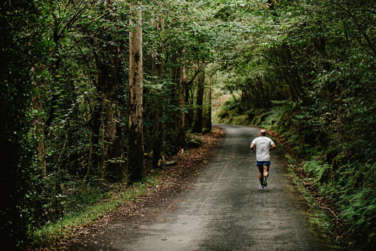 El runner de las Fragas, recorriendo el Camiño dos Encomendeiros.