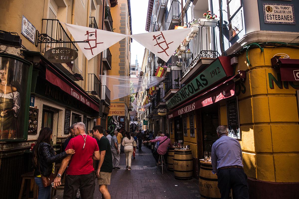 El Tubo, Zaragoza: Calle y terrazas de la zona. Foto: Raquel Jiménez