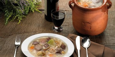 Olla aranesa, plato tradicional en la Vall d'AranOlla aranesa, plato tradicional en la Vall d'Aran.