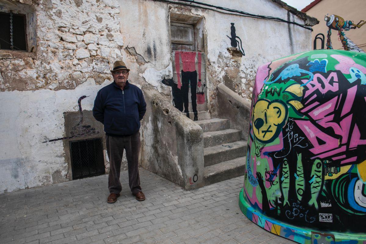Los vecinos conviven con espacios 'instagrameables' como este del artista urbano Lolo.