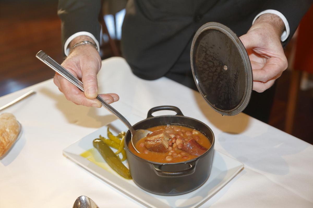 Restaurante 'Tradición Echaurren'. Caparrones con chorizo, panceta y alegrías.