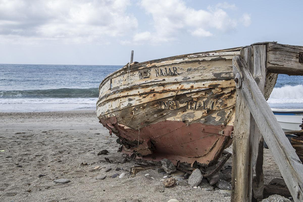 Barcas que conforman el paisaje de la playa de Las Salinas.