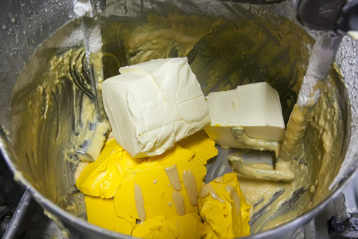 Las proporciones de los ingredientes no deben variar mucho: 26 % mantequilla, 26 % harina, 26 % azúcar.