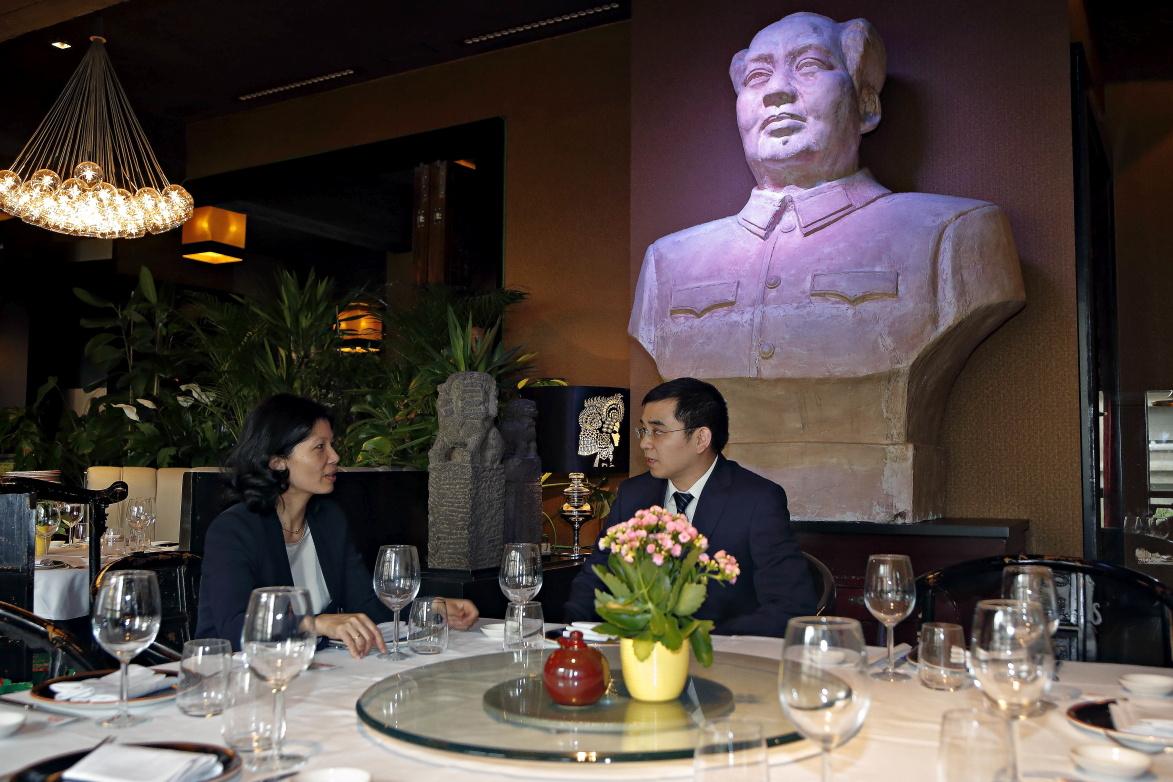 El busto de Mao, que aunque parece robusto, está hueco por dentro.