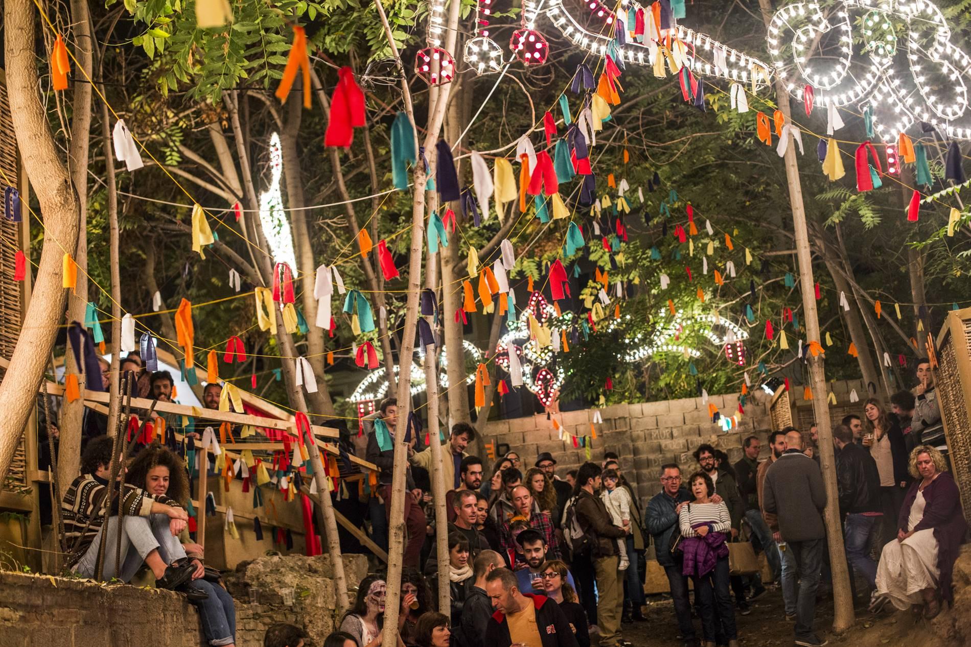 El barrio del Carmen durante Intramurs está plagado de puntos de encuentro y escucha.