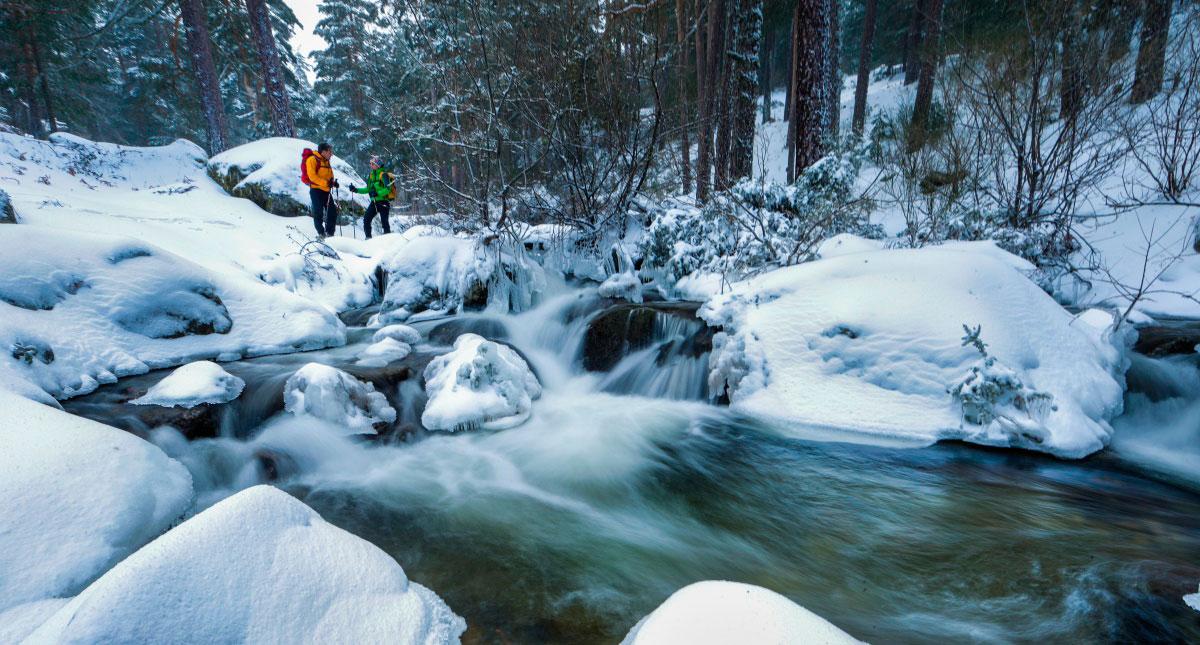 Las rutas con raquetas os harán volver con la muchachada. Foto: Mikael Helsing (MontNature).