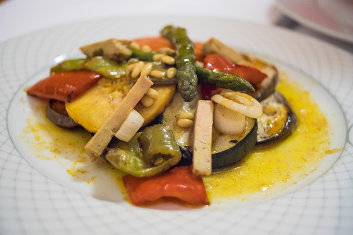 Parrillada de verduras del restaurante de la hospedería.