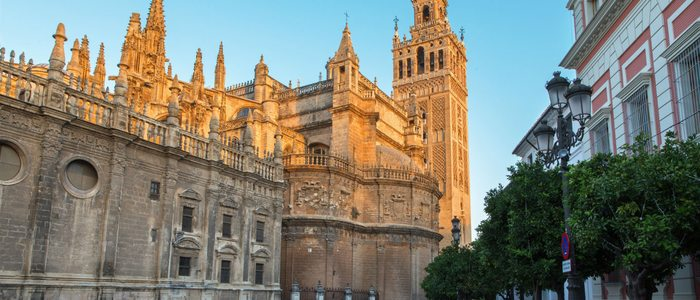 Catedral de Sevilla con la Giralda.