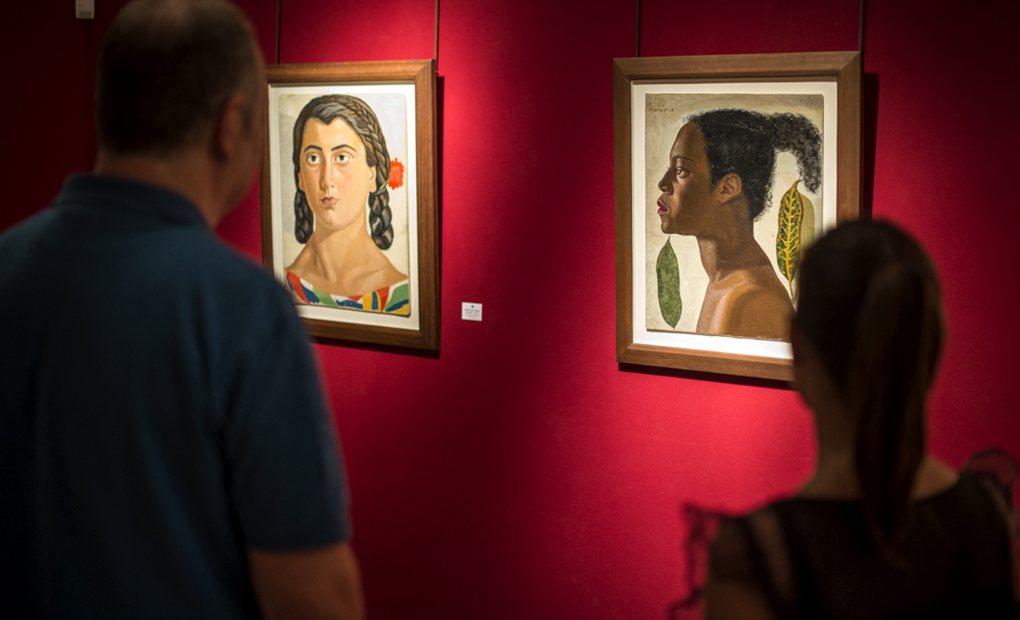 Dos cuadros de la exposición Guillermo de Osma.