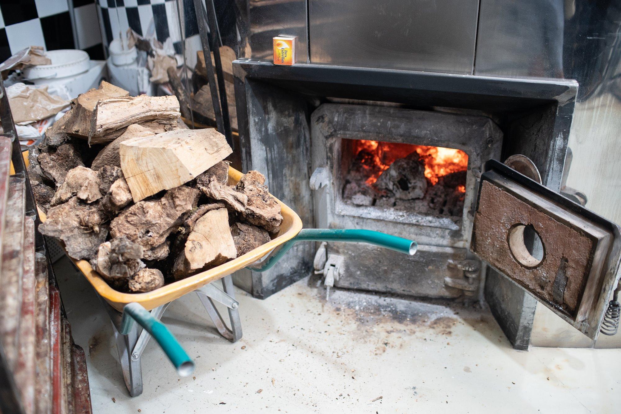 El secreto del pan de 'Artesa' se encuentra en el horno de leña.